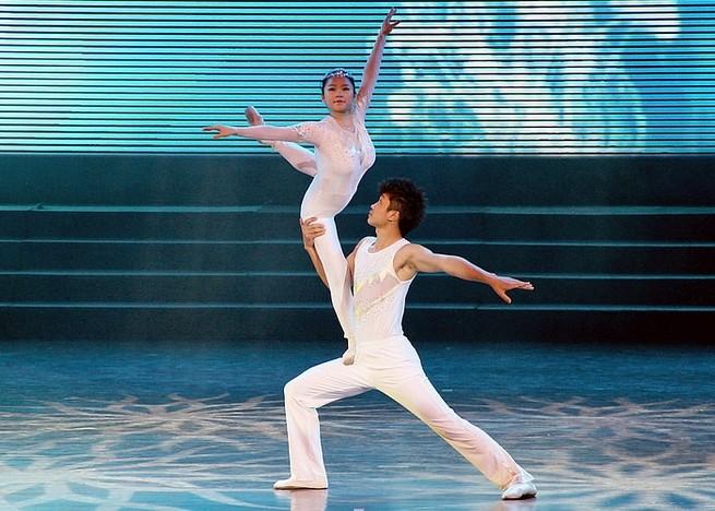 大奖官方娱乐88pt88肩上芭蕾表演
