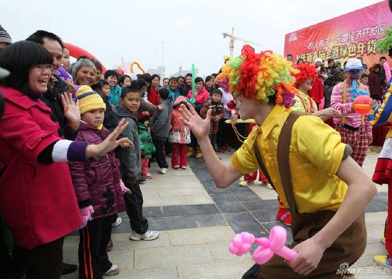 大奖官方娱乐88pt88小丑气球表演